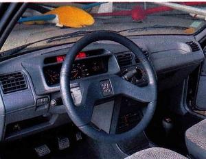 Peugeot 205 tableau de bord