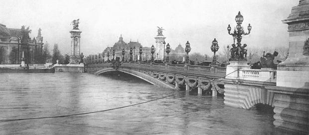 crue-paris-pont_alexandre_III