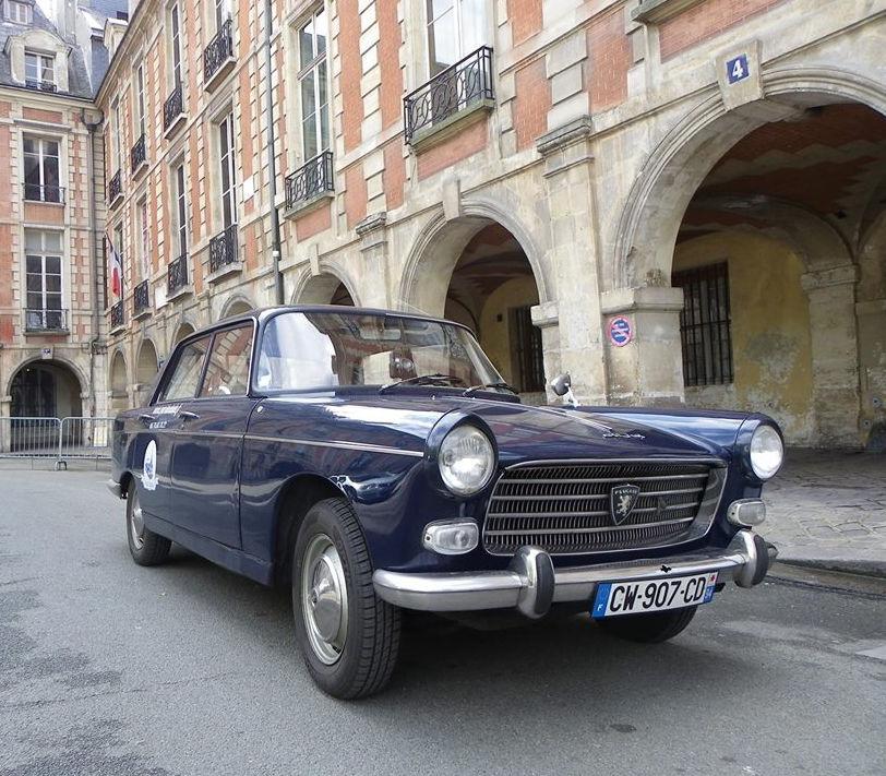 Peugeot 404 Place des Vosges