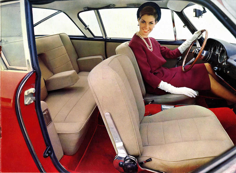 Fiat 2300S intérieur