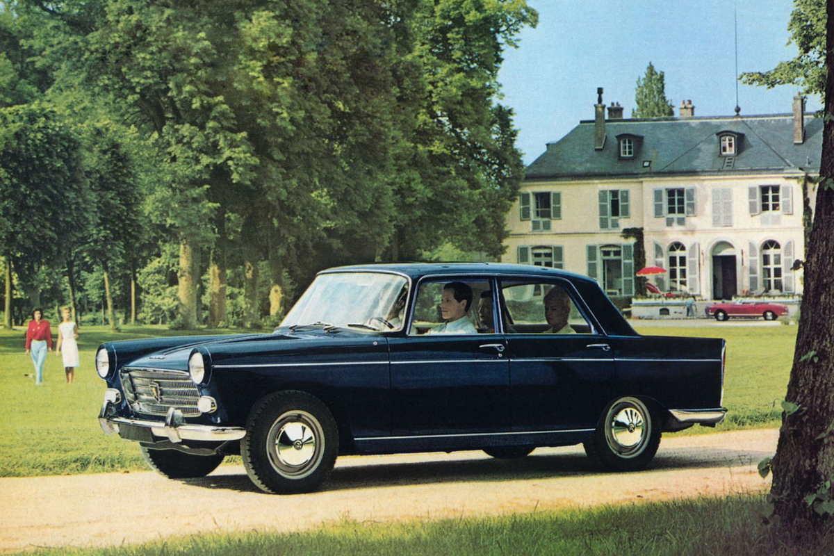 Peugeot 404 vue par la presse