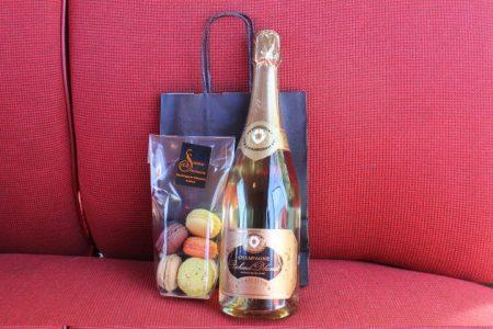champagne + macaron Paris Balade